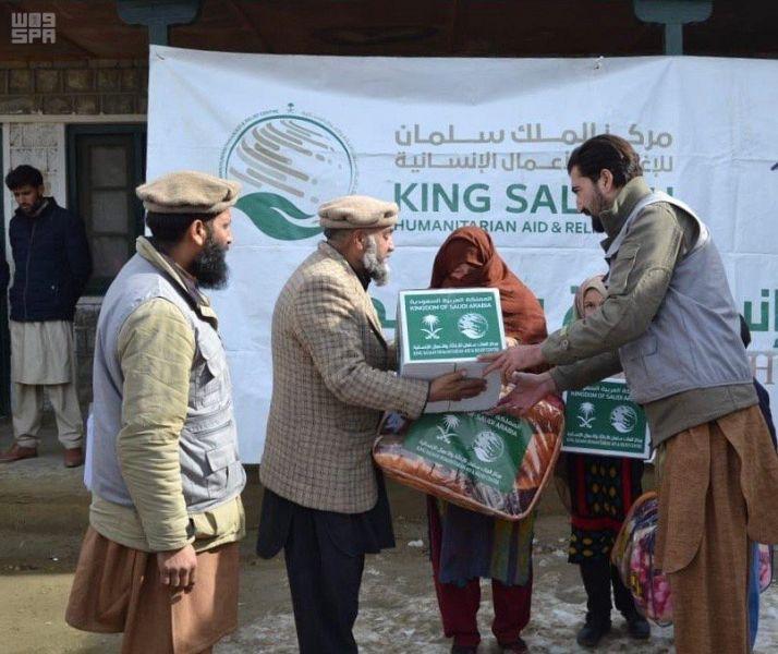 مركز الملك سلمان للإغاثة يوزع 1,000 حقيبة شتوية في مديرية زهوب بإقليم بلوشستان