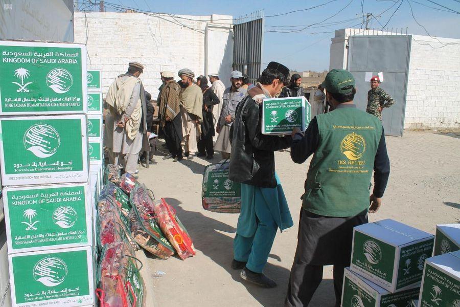 مركز الملك سلمان للإغاثة يوزع 1,000 حقيبة شتوية في إقليم خيبر بختون خوا
