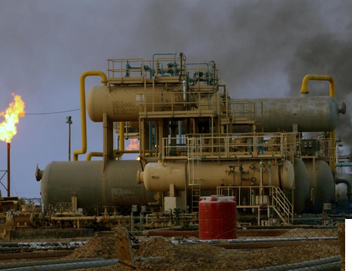 النفط يهبط أكثر من 2% صوب 56 دولارا متأثرا بالفيروس وتأخر أوبك+