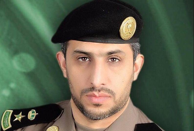#فيديو| قائد مركبة يقاوم رجال الأمن والشرطة توضح السبب