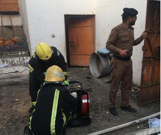 بالصور: انقاذ اسرة من حريق اندلع في منزلها بـبيشة