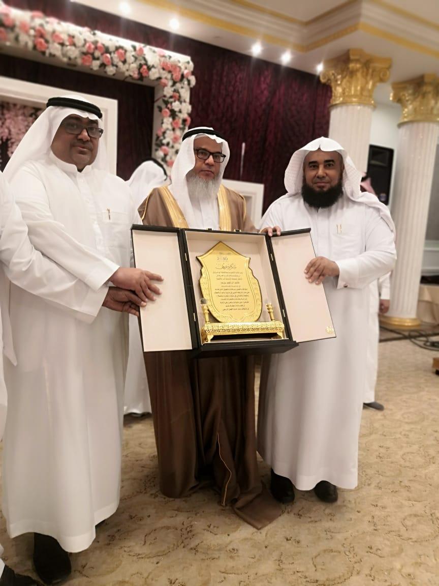 """مساعد الشؤون التعليمة بمكتب تعليم أبو عريش يُكرم """"الخرمي"""""""