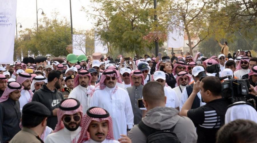 سمو أمير منطقة عسير يرعى أكبر فعالية للمشي في المنطقة