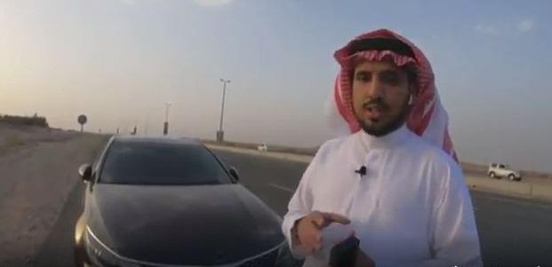 فيديو: شاهد شاب يتحكم في قيادة سيارته بـالذكاء الإصطناعي