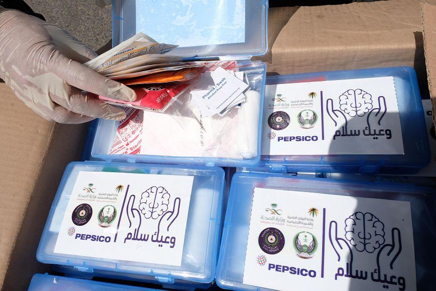 """جمعية السلام للإغاثة والطوارىء تختتم مبادرة """"وعيك سلام"""" بتوزيع أكثر من ٥٠٠ حقيبة وقائية"""