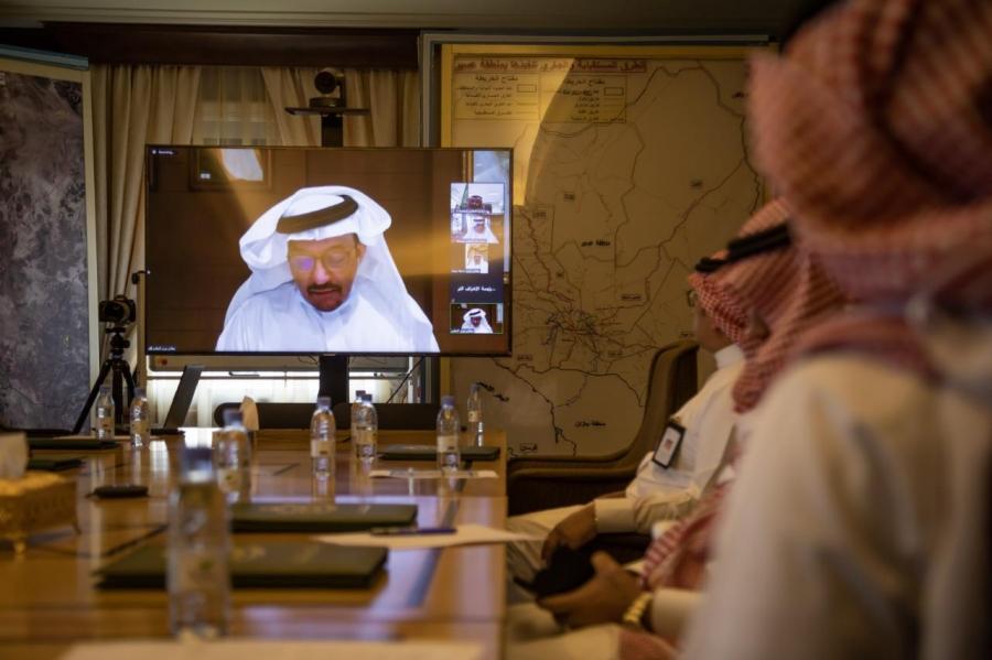 الأمير تركي بن طلال يتابع مع وزير التعليم الحركة التعليمية في عسير ويشيد بنجاح برامج التعليم عن بُعد