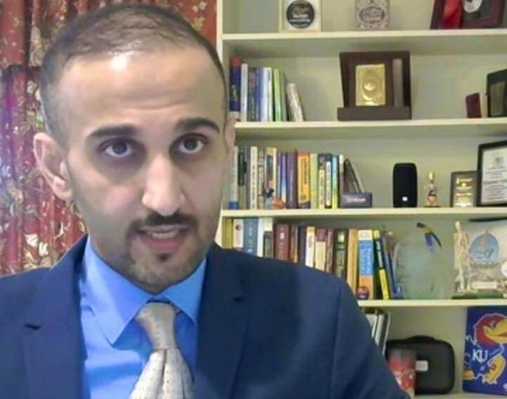 محمد بن شباب ينال درجة الدكتوراه في الطب
