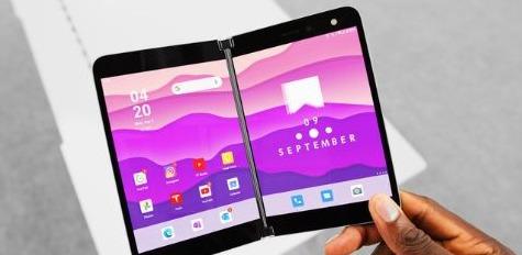 هاتف #مايكروسوفت ثنائي الشاشة Surface Duo الذي طال انتظاره في الأسواق