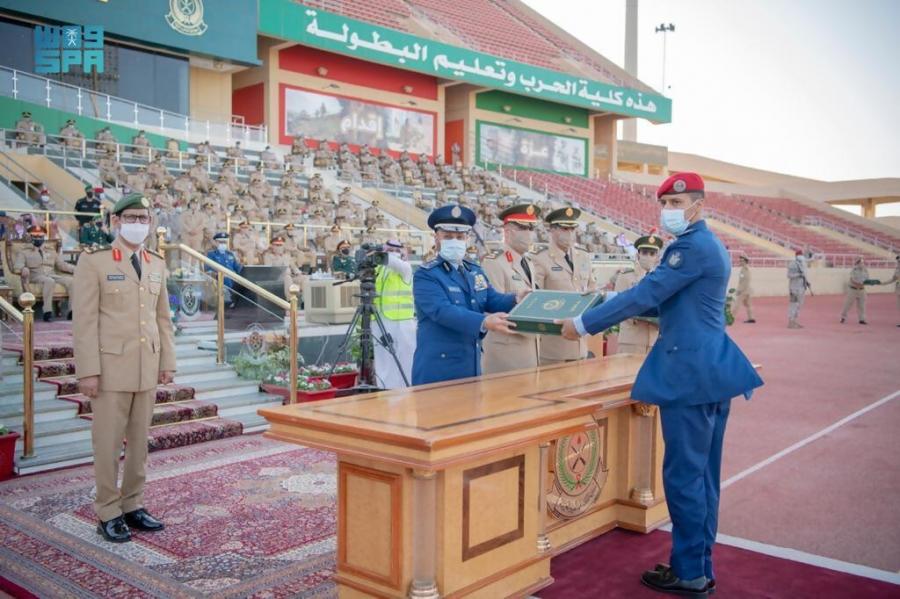 #صور من حفل تخريج دورة تأهيل الضباط الجامعيين 1442-11-10 هـ