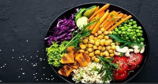 نظام غذائي نباتي يساعد على تخفيف أعراض انقطاع الدورة الشهرية