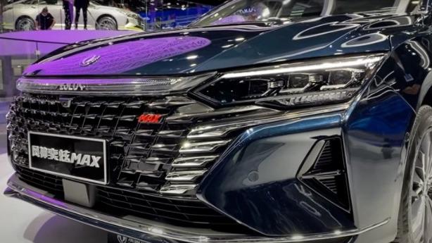 """#الصين"""":الكشف عن إحدى أكثر سيارات السيدان فخامة وتميزا"""