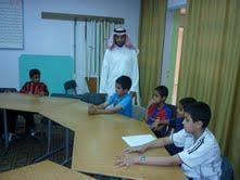 مدير مكتب التربية والتعليم بتنومة يقوم بزيارة للبرامج المسائية للطلاب الموهوبين