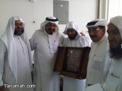 وفد من الجمعية الخيرية بتنومه يقوم بزيارة رجل الأعمال ناصر بن محمد المكيرش
