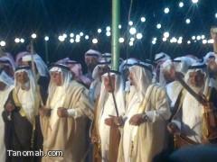 الشيخ سعد بن عامر اليامي يكرم عدد من مشايخ بني شهر في نجران ويرفع لهم الراية البيضاء