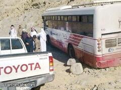 سباق بين حافلتين  لنقل طالبات مركز بني عمرو ينتهي بحادث مروري