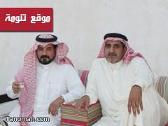 الشيخ على بن عبدالوهاب والعميد فايز يزوران جناح تنومة ويقدمان دعماً بـ 5 الاف ريال