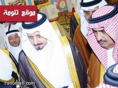 أمير عسير يزور ركن مهرجان النماص في فندق قصر أبها