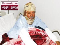 مريض يلجأ إلى الزي العسكري لتغطية رأسه من شدة البرد في مستشفى النماص