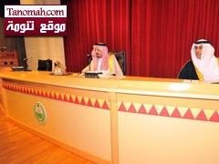 أمير عسير يعد بنقل مطالب طلاب جامعة الملك خالد للملك عبدالله