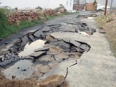 الأمطار تكشف سوء تنفيذ مشروع الصرف الصحي في تنومة