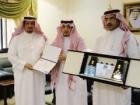 لجنة الأهالي بتنومة تكرم المشرف التربوي الأستاذ : سعد بن زاهر