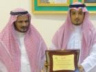 محافظ تنومة يكرّم أحمد الشهري الذي أحيل للتقاعد
