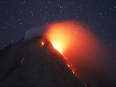 ثوران بركان جبل سينابونغ بإندونيسيا