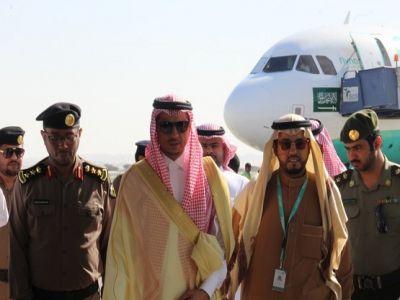 """محافظ بيشة يدشن خط سير طيران """"ناس"""" الجديد بين الرياض وبيشة"""