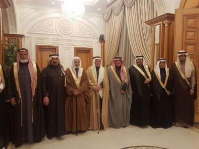 الدكتور خالد بن صالح بن خالص في القفص الذهبي