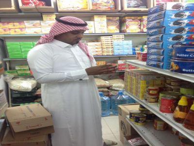 #بلدية_بارق تصادر مواد غذائية فاسدة و تغلق المحال المخالفة
