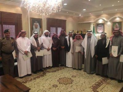 الهزاني يكرم أعضاء لجنة جائزة محافظة تنومة للتميز في دوراتها السابقة ويعتمد أسماء المرشحين للدورة الرابعة