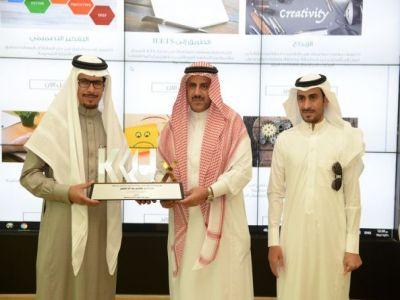 مدير جامعة الملك خالد يدشن منصة kku x