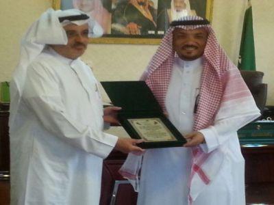 المري يكرم رجل الأعمال أحمد القحطاني