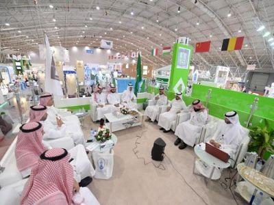 جناح جامعة الملك خالد يقيم حلقة نقاش عن دور الجامعات في رؤية 2030