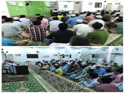 """""""تعاوني بارق"""" يقيم محاضرة للجالية البنغالية بجامع بارق الكبير"""