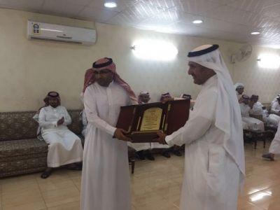 القطاع الصحي والمستشفى العام والمراكز الصحية بتنومة يكرمون خالد الشهري