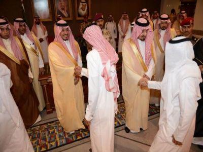 أمير عسير ونائبه يستقبلان المهنّئين بشهر رمضان من منسوبي الإمارة