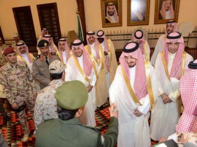 أمير عسير ونائبه يتقدمان جموع المصلين لصلاة عيد الفطر