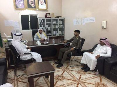 محافظ #بارق يزور مركز جمعة ربيعة ويعد بنقل مطالبهم لمجلس المنطقة