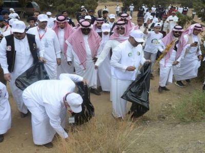 """الأمير منصور بن مقرن يدشن حملة """" النظافة دين وخلق"""