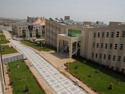 مدير جامعة الملك خالد يوجه بإطلاق البث التجريبي للإذاعة الجامعية (KKU Radio)