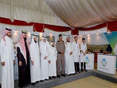 مدير شرطة عسير يزور خيمة أبها السياحية الدعوية