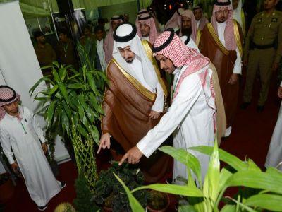 أمير عسير يفتتح المعرض البيئي التوعوي للزراعة بأبها