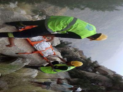 مدني #بلقرن ينقذ متنزهين احتجزوا في الأصدار