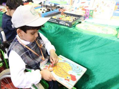 الأطفال المعوقين بعسير يزورون معرض الكتاب
