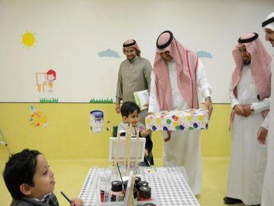  مدير جامعة الملك خالد يزور جمعية الأطفال المعوقين بأبها