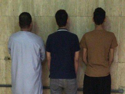 الإطاحة بثلاثة جناة انتحل اثنان منهم صفة رجلي أمن وأوقفا يمنياً وسلبا أمواله بالاتفاق مع الثالث