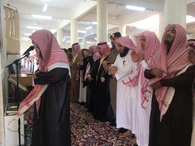 جموع المصلين بـ #تنومة تؤدي الصلاة على شهيد الواجب فايز بن شفلوت