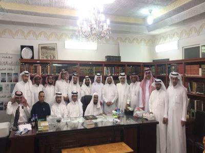 أعضاء الجمعية التاريخية السعودية بعسير يزورون أ.د.زاهر الألمعي