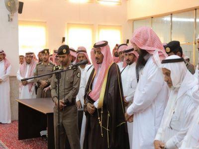 وكيل محافظة بارق ينقل تعازي القيادة لذوي الشهيد الجندي مترك العمري
